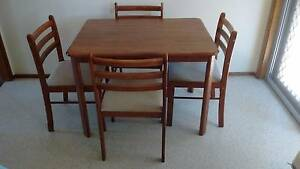 Wooden kitchen table inc. chairs Lilli Pilli Sutherland Area Preview