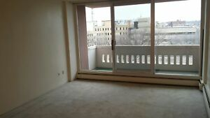 6th Floor 1 BR Available NOW! Downtown! Only $990!