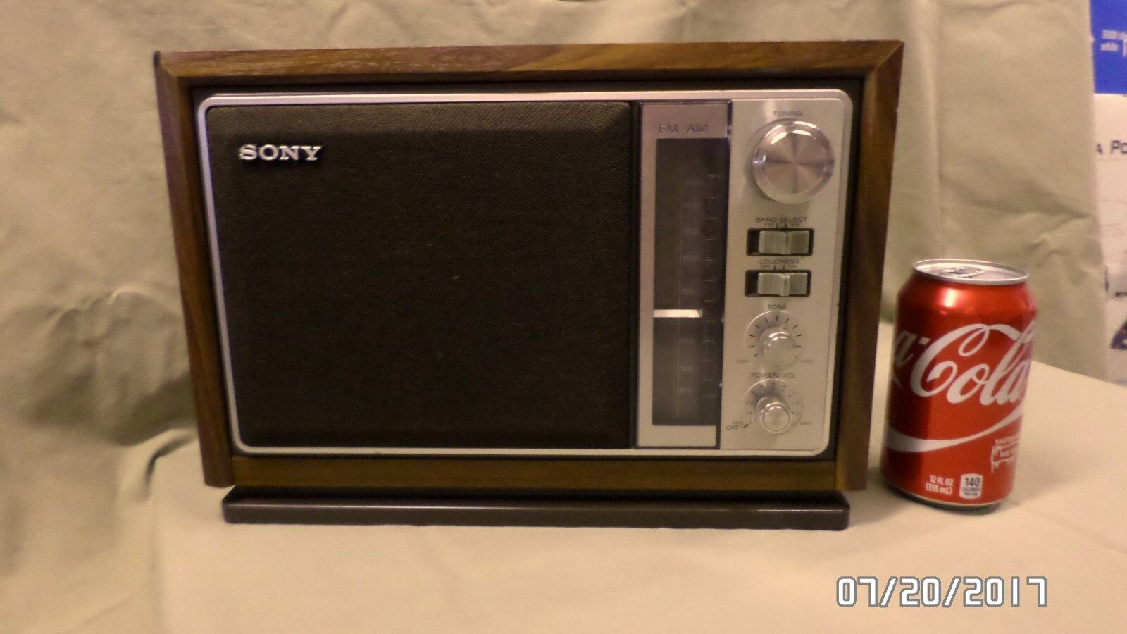 2429M Vtg Mid Cent SONY AM/FM Radio Model ICF-9740W Wood Grain PLAYS BEAUTIFULLY