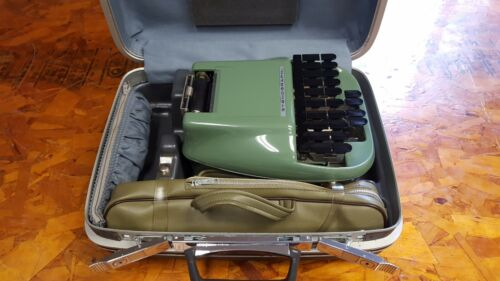 Stenograph Reporter Model Shorthand Machine with Stand and Samsonite Case