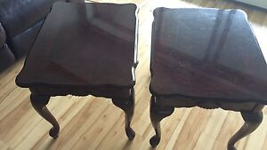 2 matching coffee tables