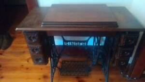 Singer Sewing Machine - Treadle Glenelg Holdfast Bay Preview