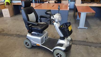 2015 MERITS PIONEER 11 MOBILITY SCOOTER S840 - battery powered