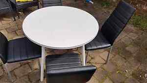 Dining round table indoor ourdoor use for sale Ingleburn Campbelltown Area Preview