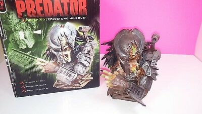 "The Predator Defeated Polystone Mini Bust Figure 6"" Palisades Mint"