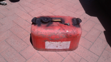 Portable fuel tank for boat/dinghy 22.7 litres