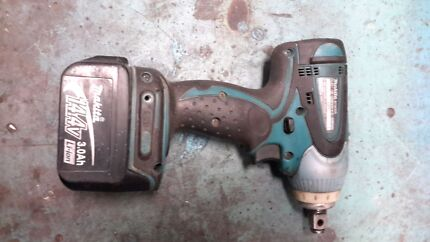 Makita 14.4 volt 1/2 inch drive rattle gun and 3 x 3ah battery's  Goodwood Glenorchy Area Preview