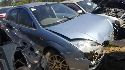 2004 FORD FOCUS BLUE FOR WRECKING