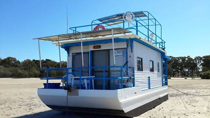 9.8 M FIBREGLASS OVER TIMBER HOUSEBOAT Tin Can Bay Gympie Area Preview