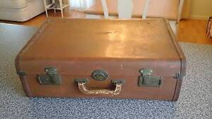 Well travelled little vintage suitcase. Willowbank Ipswich City Preview