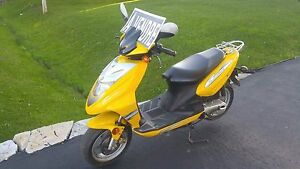 Scooter Tracker 2002 VRAIE AUBAINE