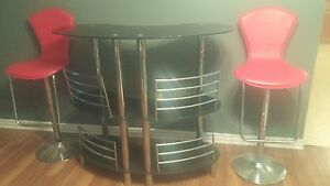 Black glass bar and 2 red leather look bar stools!!