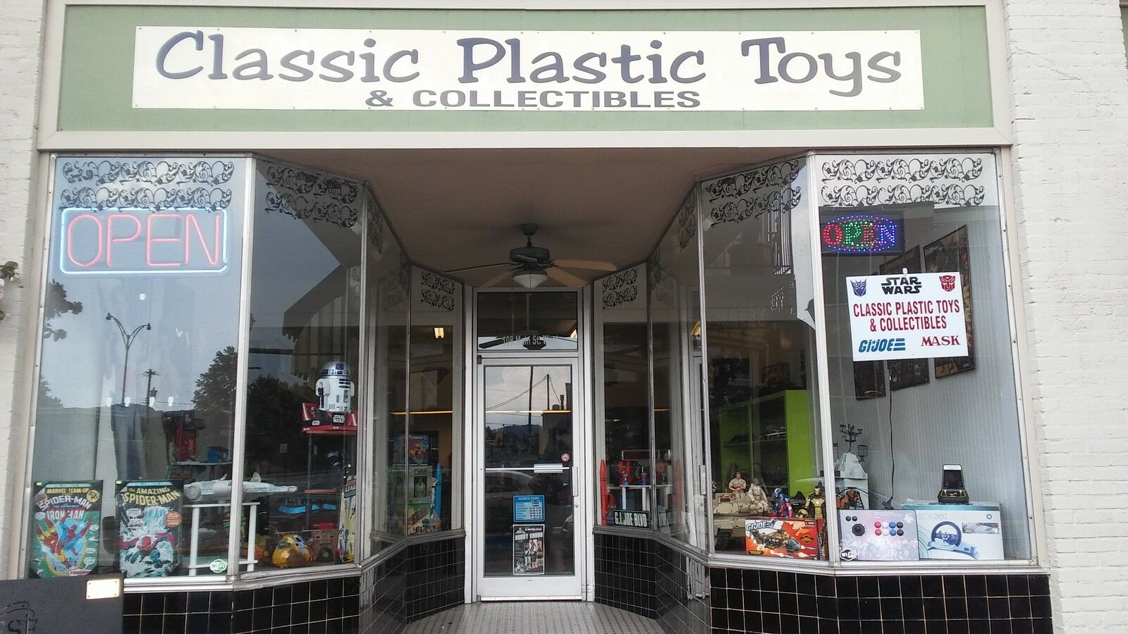 CLASSIC PLASTIC TOYS & COLLECTIBLES