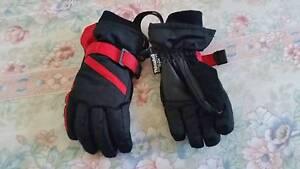 Ski gloves. Size 3/4 Glenorie The Hills District Preview