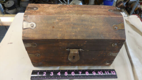 VINTAGE 12 INCH WOODEN TRUNK WITH METAL CORNERS & HANDLES 11.75 X 7.5 X 7.5 IN.