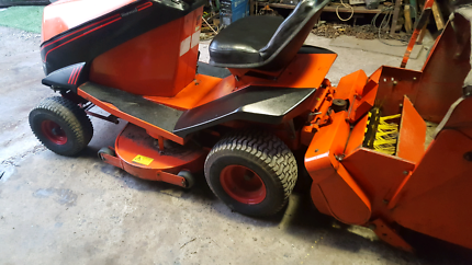 Ride on mower with 7x4 trailer