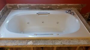 Free: Bathtub with jacuzzi jets