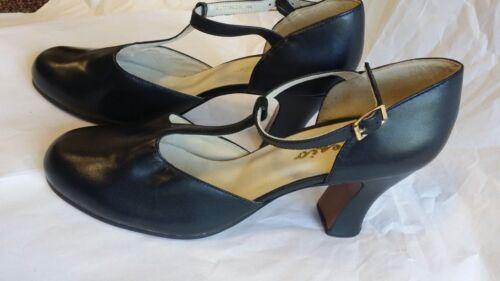 Capezio Chorus, Black Character Shoes