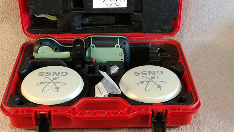 Leica Viva GS14 GNSS Base + Rover System with CS20 Controller plus Radio modem
