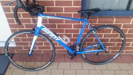 Giant racing bike worth 1600 sell 400