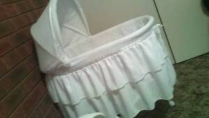White Bassinet Wodonga Wodonga Area Preview