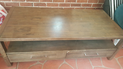Coffee table - price does not reflect condition