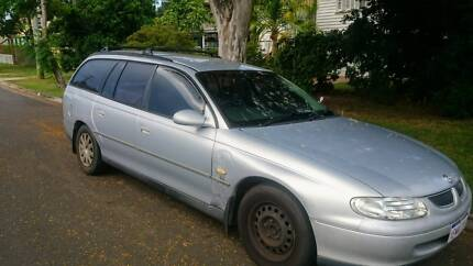 Backpacker car Holden Commodore 2000 automatic unleaded petrol