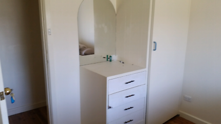 Room for rent in tamworth close to thiess and thomas foods and ba