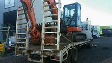 BEAVERTAIL MITSUBISHI 5.5 METER TRAY CARRIES 6.7 T Craigieburn Hume Area Preview