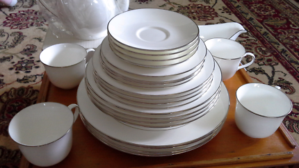 St Andrews Bone China dinnerset & accessories,designed by Doulton