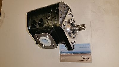 John Deere Rear Hydraulic Pump Am877525 For Models 870 970 1070
