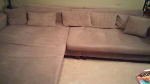 Reversable chaise sectional