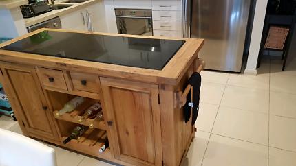 Oak island bench with storage,Granite benchtop & 16 bottle rack