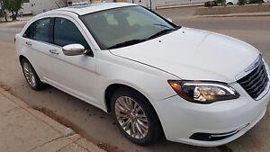 2013 Chrysler 200. Fully Loaded, leather, sunroof,
