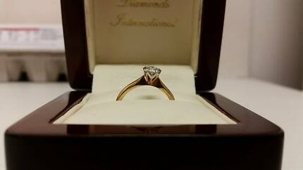 DIAMONDS INTERNATIONAL ENGAGEMENT RING Brendale Pine Rivers Area Preview
