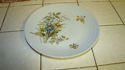 """Lot of 5 Kahla 6 ¾"""" Bread & Butter Plates Made in German GDR"""