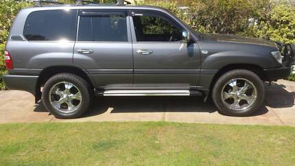 4 x Toyota Land Cruiser 20 inch rims with near new tyres