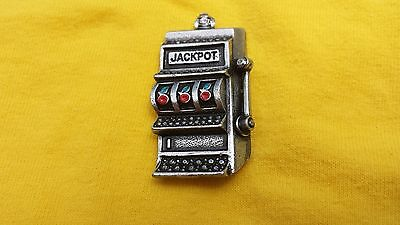 CASINO JEWELRY 2 HIS & HERS OLD SLOT MACHINE PEWTER PINS ALL NEW.