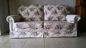 Floral Country Style 2 Seater Lounge / Sofa Bed Picton Wollondilly Area Preview