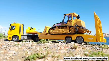RC Bulldozer + Mercedes-Benz Arocs low-loader truck