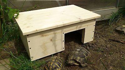 Schildkrötenhaus,mit eine Vorrichtung im Dach für eine Heizmatte.