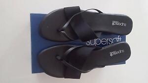 "Diana Ferrari Supersoft ""Lance"" black sandal/thong size 10 Westmead Parramatta Area Preview"