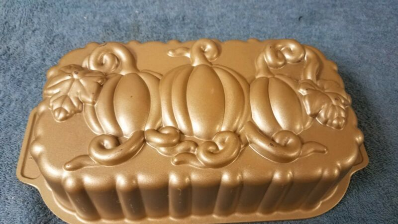 Nordic Wear Pumpkin Loaf Pan, Gold tone
