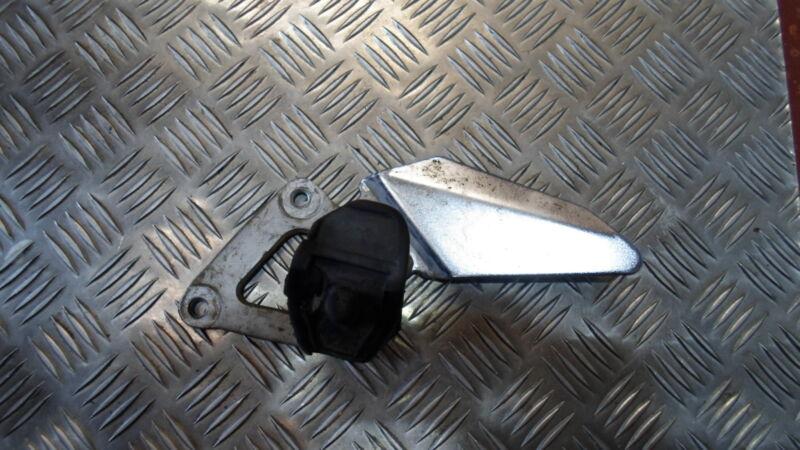 SUZUKI GS 500 E GS500E 2001 L/H LEFT FOOT REST PEG HANGER BRACKET