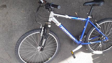 Raleigh sport bicycle great new condition,,new tyer come with sta