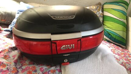 Monkey GIVI top box. Comes with one key. 55litres