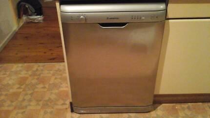 Urgent sale working Ariston dishwasher