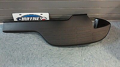 2003-2006 AVALANCHE DRIVERS SIDE REAR BUMPER BLACK LOWER STEP PAD NEW  12335685
