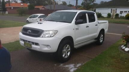 Toyota hilux sr 4x4 Low kms
