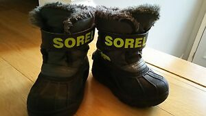 Boy's snow suit + boots (can be sold separately) West Island Greater Montréal image 2